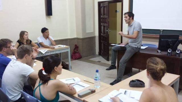 Los cursos intensivos de español se imparten en grupos reducidos