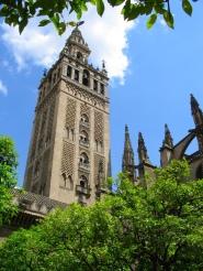 La Giralda corona la catedral gótica más grande del mundo