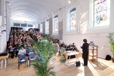 Jane durante la Conferencia plenaria para la celebración del 50 aniversario de Instituto de Lenguas Vivas de la Universidad Católica de Lovaina, Bélgica.