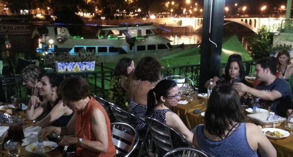 Cenado junto al Guadalquivir y la Torre del oro. Así nos despedíamos de Enele 2015