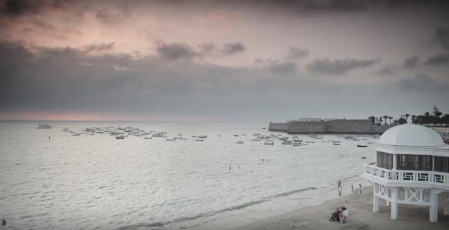 La playa de La Caleta está muy cerca del lugar de celebración de Enele 2016